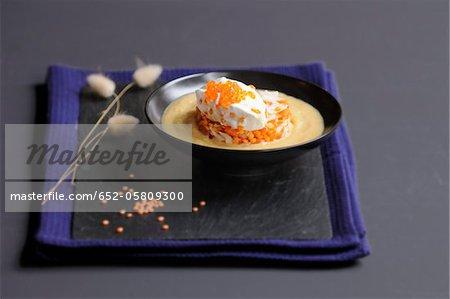 Potage crème de lentilles orange avec surimi