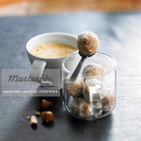 Spéculos Bälle mit einer Tasse Kaffee
