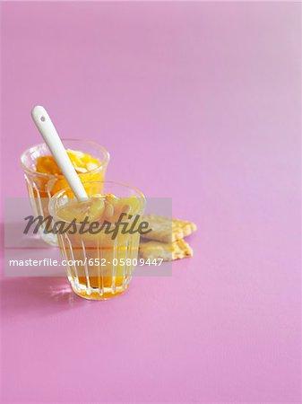 Compotes abricots aux amandes tranchées finement