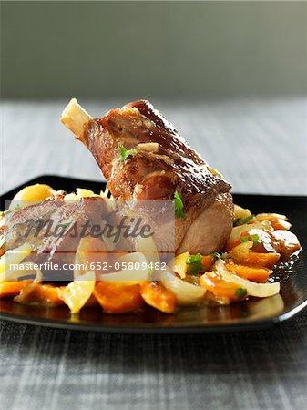 Jarret d'agneau aux carottes et oignons