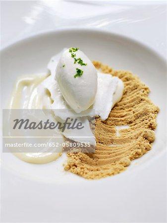 Cremige Lemon Meringue Pie mit Joghurt-Eis