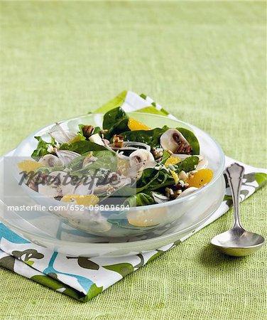 Feuilles de bébé épinards, champignon et salade d'orange