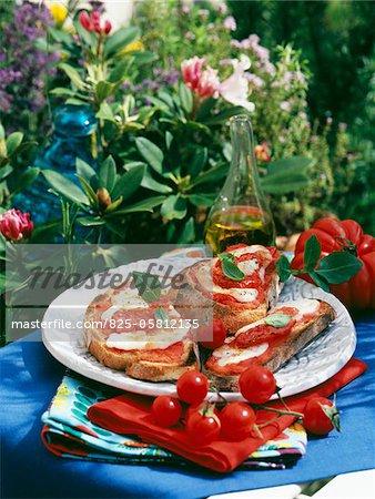 Tomate et mozzarella Bruschettas