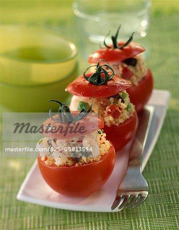 Tomates farcies au taboulé et crevettes grises