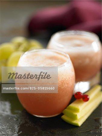 Smoothie cassis, pomme et raisin