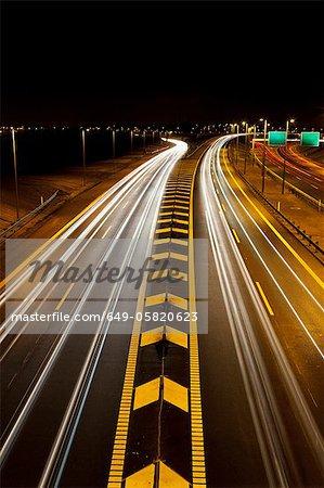 Time-Lapse Ansicht des Verkehrs auf der Autobahn