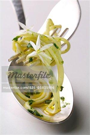 Spaghetti mit Knoblauch-Pesto Bärs