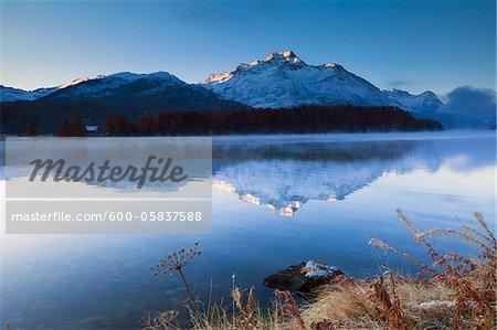 Piz de la Margna reflètent dans le lac de Sils, Engadin, Suisse