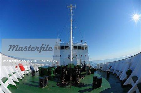 Navire d'expédition sur la mer du Groenland, Arctique