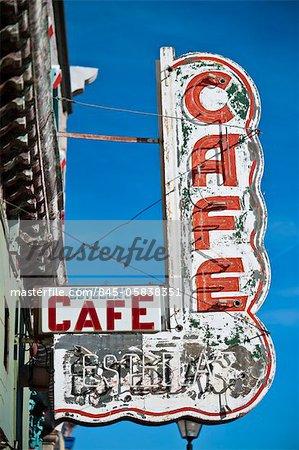 Detailansicht des schälen Vintage Shop anmelden für ein Cafe in Las Vegas, New Mexico.