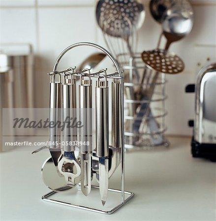 Edelstahl Küchengeräte auf hängende stand - Stockbilder - Masterfile ...