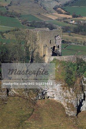 Peveril Schloß. Blick über Cavedale in Richtung der Bergfried.