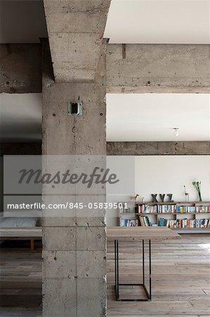 Sakura flach, Privathaus, Detail des konkreten Spalte und Balken in modernen offen Hause konkrete Spalte. Architekten: Hitoshi Wakamatsu Architekt und Mitarbeiter