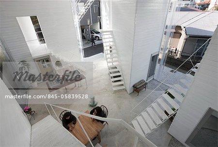 Yokohama appartement, appartement maison, vue vers le nord-est depuis le 2e étage. Architectes : Osamu Nishida + Erika Nakagawa, sur la conception