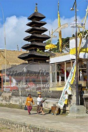 Indonesia, Bali, Ulun Danu Bratan temple, pagoda