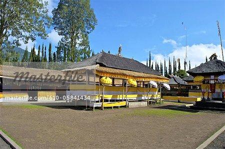 Indonesia, Bali, Ulun Danu Bratan temple, Galunghan festival, set table
