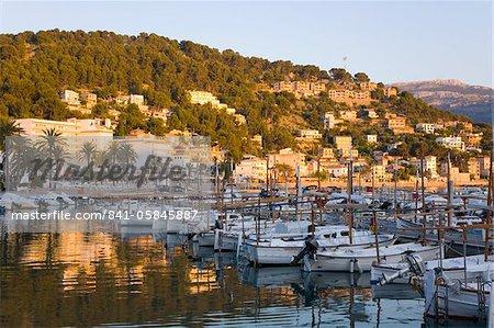 Découvre dans le port au coucher du soleil, Port de Sóller, Majorque, îles Baléares, Espagne, Méditerranée, Europe