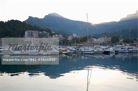Découvre dans le port au lever du soleil, Port de Soller, Majorque, îles Baléares, Espagne, Méditerranée, Europe