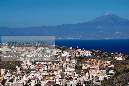 Vue sur San Sebastian de la Gomera à Pico de Teide sur Tenerife, la Gomera, Iles Canaries, Espagne, Atlantique, Europe