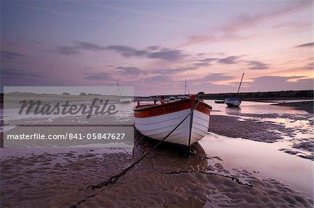 Marée basse à Burnham Overy Staithe, Norfolk, Angleterre, Royaume-Uni, Europe