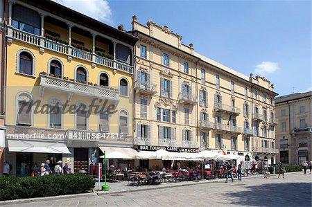 Restaurants and cafes, Piazza del Duomo, Como, Lake Como, Lombardy, Italian Lakes, Italy, Europe