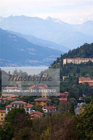 Ville de Bellagio et montagnes, le lac de Côme, Lombardie, lacs italiens, Italie, Europe