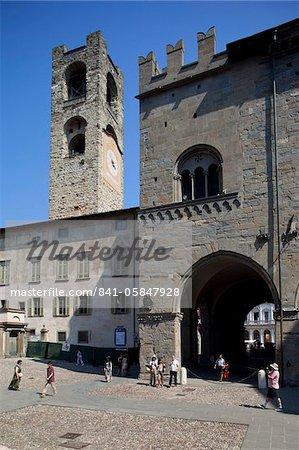 Palazzo Della Ragione et gros bourdon civique tour, Piazza Vecchia, Bergamo, Lombardie, Italie, Europe