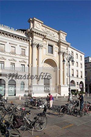 Piazza Garibaldi, cycles et architecture, Parma, Emilia Romagna, Italie, Europe