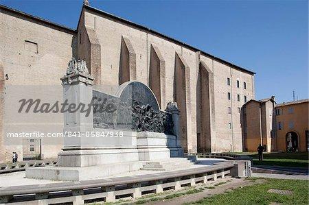 Monumento Giuseppe Verdi and Palazzo Della Pilotta, Piazza del Pace, Parma, Emilia Romagna, Italy, Europe