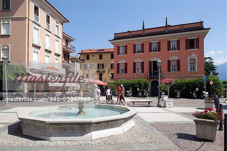 Piazza et Fontaine, Menaggio, lac de Côme, Lombardie, Italie, Europe