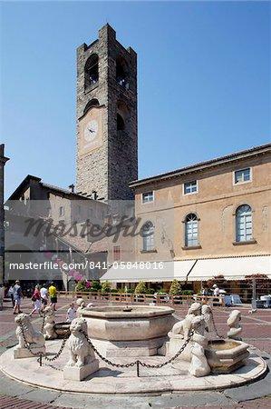 Big Bell tour civique, Piazza Vecchia, Bergamo, Lombardie, Italie, Europe