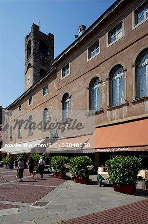 Restaurants, Piazza Vecchia, Bergamo, Lombardie, Italie, Europe