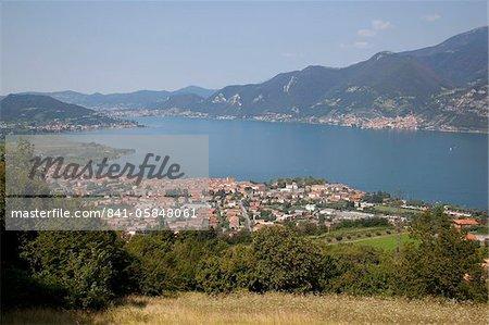 Iseo et vue sur le lac d'Iseo, Lombardie, lacs italiens, Italie, Europe