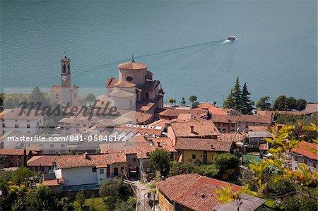 Vue des lacs italiens Sale Marasino et lac d'Iseo, Lombardie, Italie, Europe