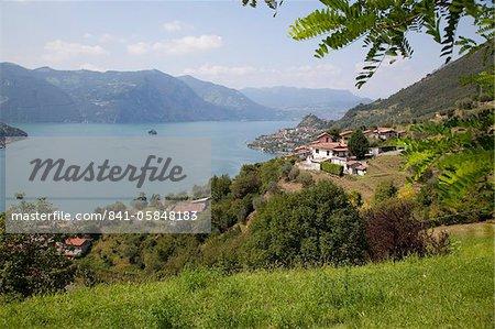Découvre vers Marone depuis près de Sale Marasino, lac d'Iseo, Lombardie, lacs italiens, Italie, Europe