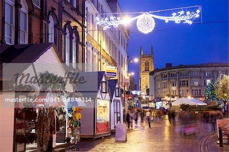 Weihnachtsmarkt und Kathedrale, Derby, Derbyshire, England, Vereinigtes Königreich, Europa