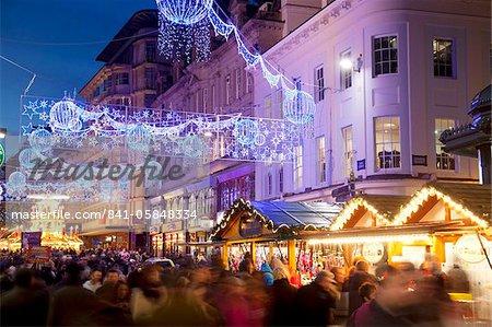 Nouvelle rue et marché de Noël, City Centre, Birmingham, West Midlands, Angleterre, Royaume-Uni, Europe