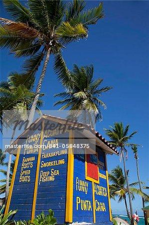Cabane de sports nautiques, la plage de Bavaro, Punta Cana, République dominicaine, Antilles, Caraïbes, Amérique centrale