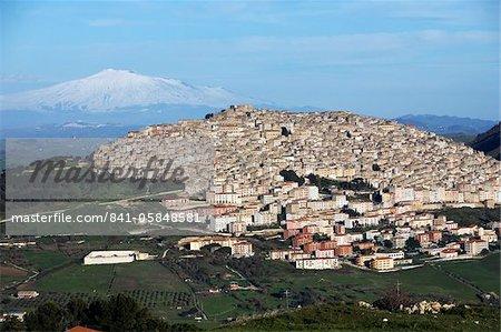 Vue sur Gangi et sur l'Etna, Gangi, Sicile, Italie, Europe