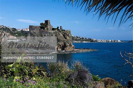Le château et son littoral, Aci Castello, Sicile, Italie, Méditerranée, Europe