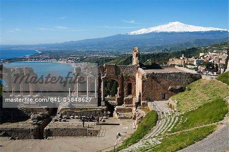 L'amphithéâtre grec et le Mont Etna, Taormina, Sicile, Italie, Méditerranée, Europe