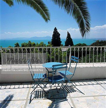 Vue sur la baie de Tunis depuis la terrasse de l'hôtel Dar Said, Sidi Bou Said, Tunisie, Afrique du Nord, Afrique