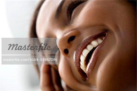 Porträt einer jungen lächelnde Frau