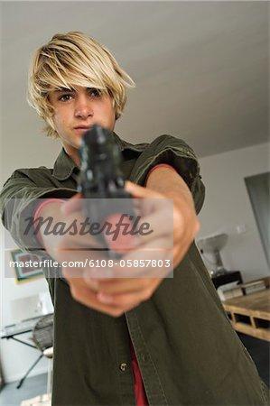 Arme de poing visée adolescent