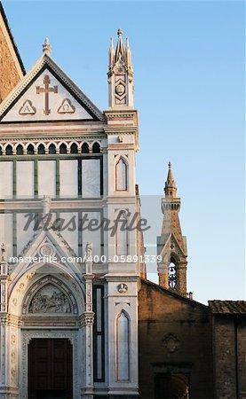 Fragment de la tour de bell et de l'église de Santa Croce à Florence, en Italie