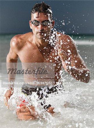 Nageur à court d'eau, Miami Beach, Floride, États-Unis