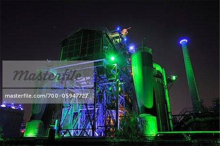 Landschaftspark Duisburg Nord nuit, Meiderich Hütte, Duisbourg, bassin de la Ruhr, Rhénanie du Nord-Westphalie, Allemagne