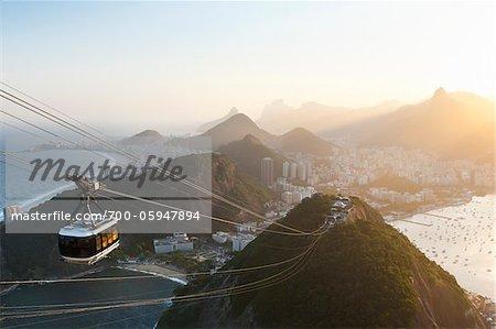 Rio De Janeiro und Tram gesehen vom Zuckerhut, Rio De Janeiro, Brasilien