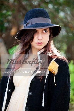 Teenage Girl port Floppy Hat