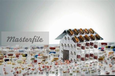 Kits sous blister de pilules en forme de maison